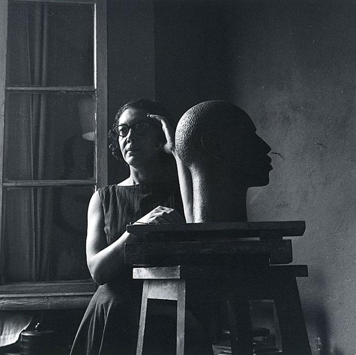 femme-artiste-afro-americaine-Elizabeth-Catlett